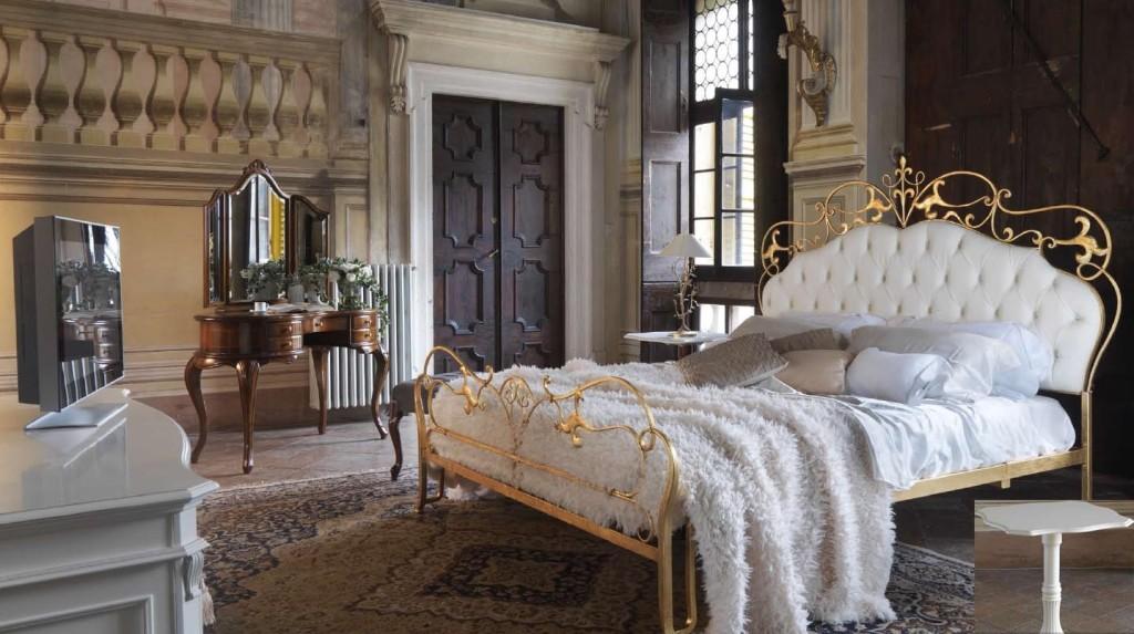 спальня с кованой кроватью фото