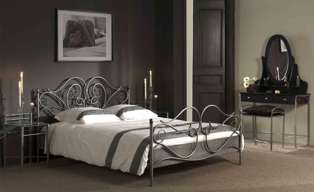 кованая кровать в интерьере фото
