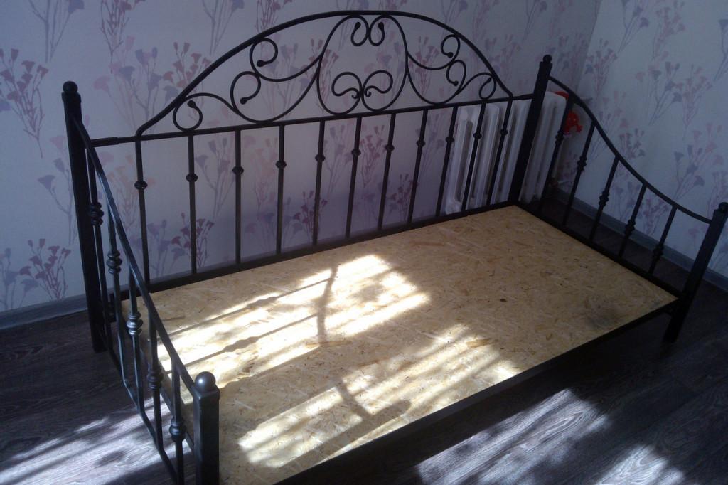 кованые кровати кушетки