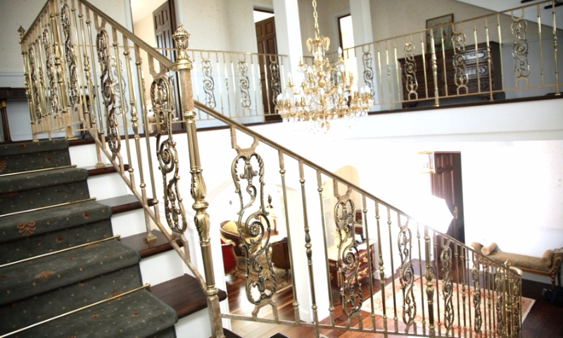 фото кованых перил на балконе