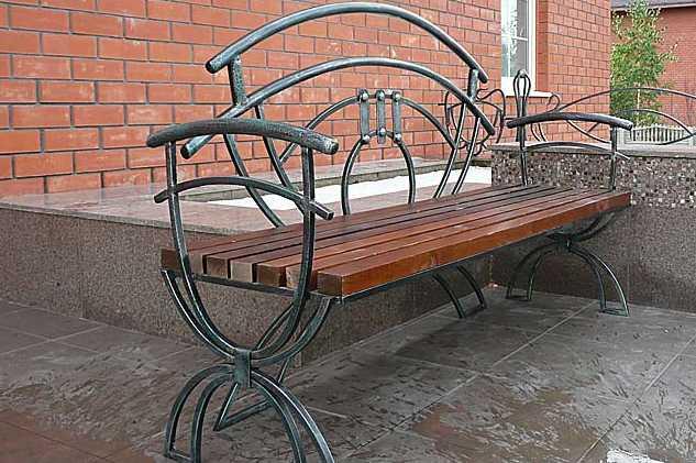 скамейка из кованых элементов